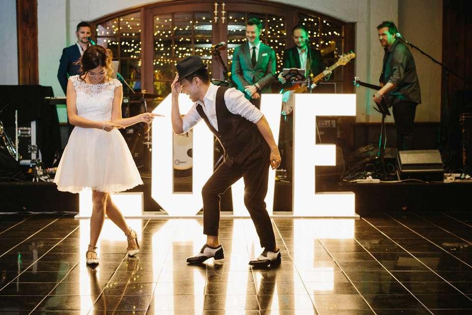 cute-hello-may-wedding-148-960x640